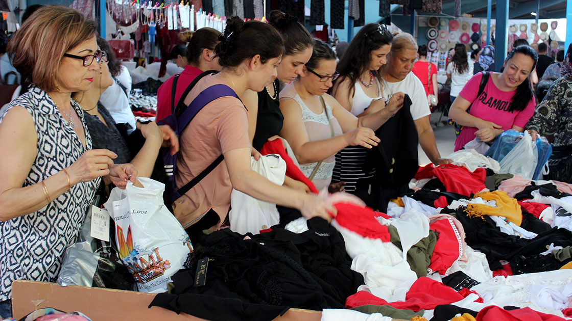 Daily Street Bazaar of İstanbul- Best Way to Shop in Cheap Market